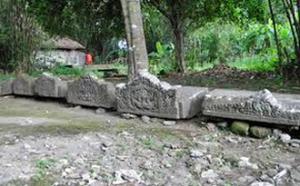 situs arca bugisan 6