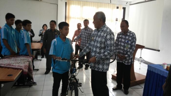 Pemkab Sleman Bagi-bagi Sepeda