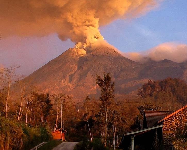 Menguak Misteri dan Sejarah Gunung Merapi