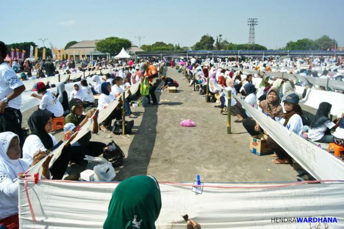 Permalink to Masyarakat Yogyakarta Memperingati Hari Batik Nasional