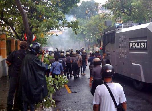 Permalink to Demo Tolak BBM di Yogya Ricuh, Mahasiswa Bakar Pos Polisi