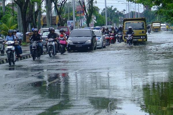 Permalink to Angin Kencang dan Hujan Lebat Landa Wilayah DIY