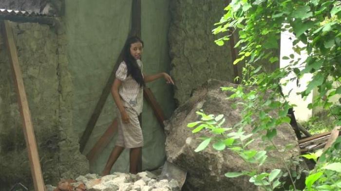 Permalink to Batu Raksasa Menggelinding Jebol Rumah Warga Bokoharjo