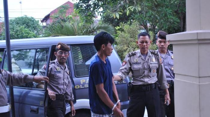 Permalink to Pencuri Pakai Ajian Telanjang, Tertangkap saat Ngumpet di Loteng