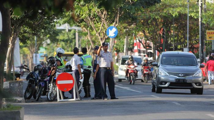 Permalink to Pohon Pembatas Jalan di Jl C Simanjuntak Akan Dipangkas