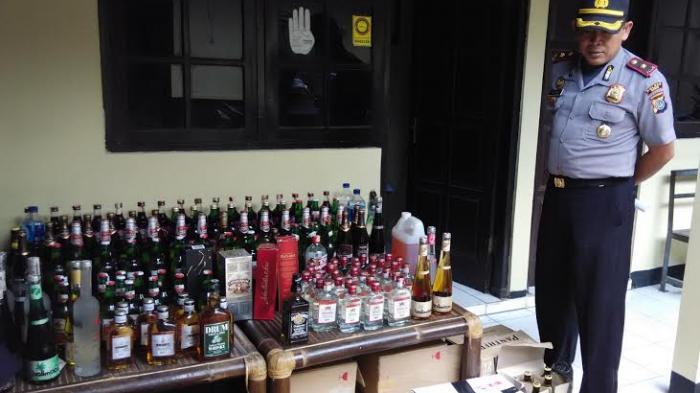Permalink to Botol Miras Diamankan dari Warung Pinggir Jalan