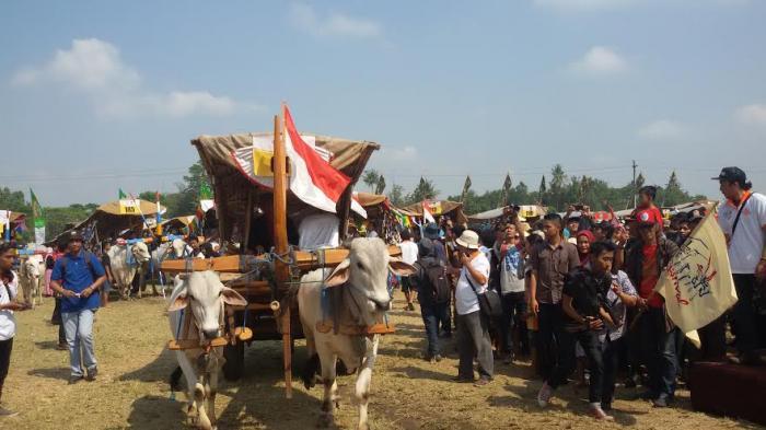 Permalink to Ratusan Bajingan Meriahkan Festival Gerobak Sapi 2015