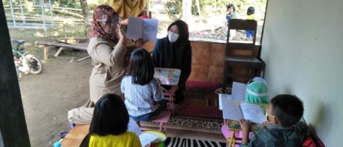 MAHASISWA UNDIP BERI SOLUSI PEMBUKUAN SEDERHANA DAN EDUKASI NEW NORMAL DI DESANYA