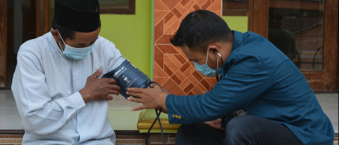 Mahasiswa KKN UNDIP Lakukan Terobosan Mudah Untuk Atasi Hipertensi Pada Lansia Tanpa Alat dan Bahan