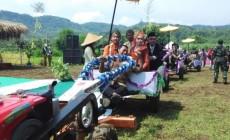 Permalink to 11 Pasangan di Bantul Nikah Massal dan Ijab Qabul di Atas Traktor