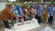 Permalink to Ziarah ke Makam Pendiri KR